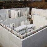 Применение в строительстве щепоцементных плит позволяет значительно сократить сроки возведения зданий и сооружений